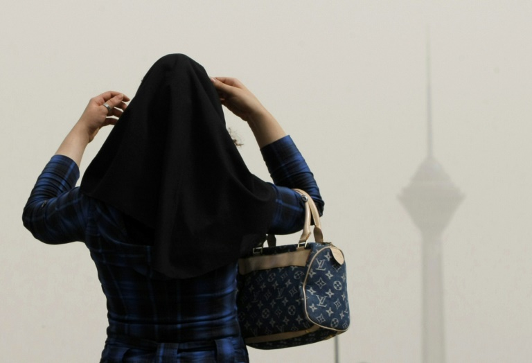 محجبة في طهران