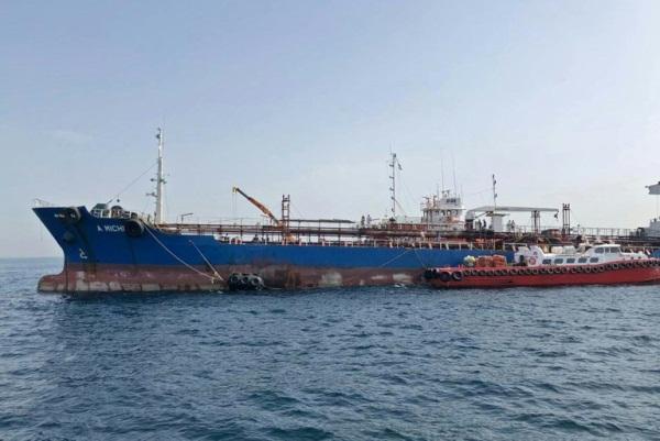 صورة لناقلة النفط أي ميشيل التي ترفع علم الإمارات في 13 مايو 2019 قبالة الفجيرة