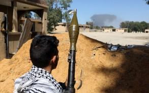 مقاتل تابع لقوات حكومة الوفاق