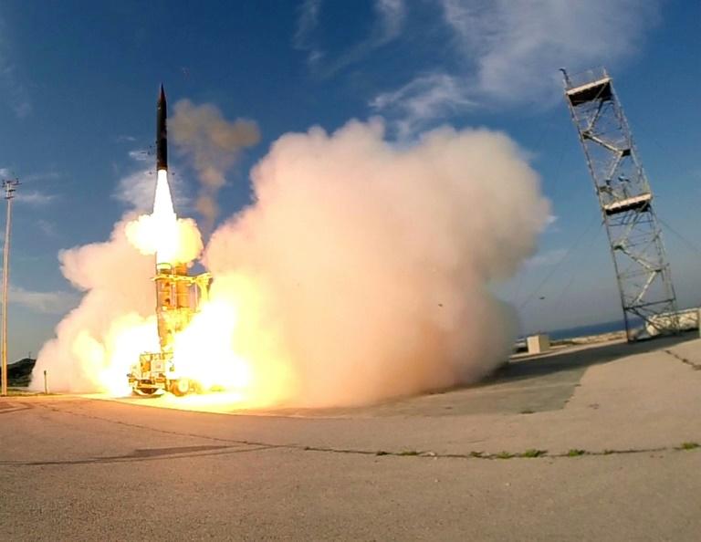 صورة وزعتها وزارة الدفاع الإسرائيلية في 2015 وتصور انطلاق صاروخ حيتس 3 الاعتراضي من مكان لم يتم الكشف عنه جنوب تل أبيب
