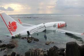 طائرة لايون إير إثر وقوعها