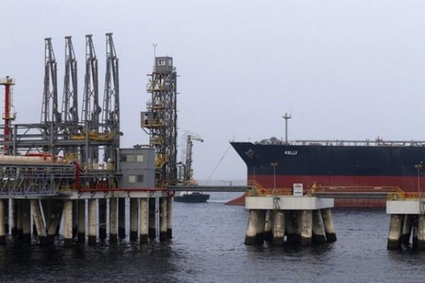 تعرض أربع سفن تجارية لعمليات تخريبية قرب المياه الإقليمية الإماراتية