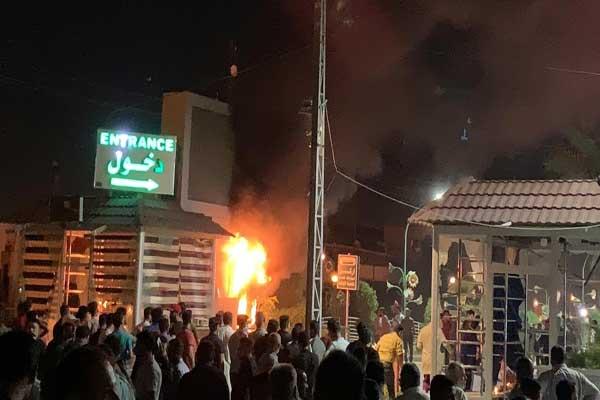 أنصار الصدر يضرمون النار في مول البشير في النجف