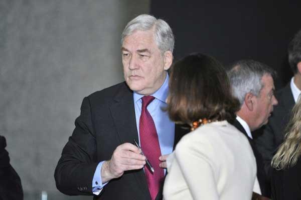 قطب الإعلام السابق كونراد بلاك وزوجته باربرا آمييل لدى وصولهما إلى المحكمة الفدرالية في شيكاغو في 24 يونيو 2011
