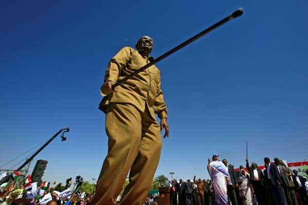 الرئيس السوداني عمر البشير خلال تجمع لأنصاره في الخرطوم بتاريخ 9 يناير 2019