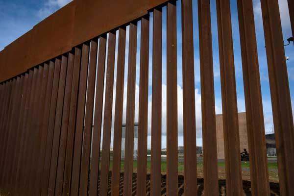 جزء من الجدار الحدودي بين الولايات المتحدة والمكسيك في باخا كاليفورنيا في المكسيك، بتاريخ 18 يناير 2019