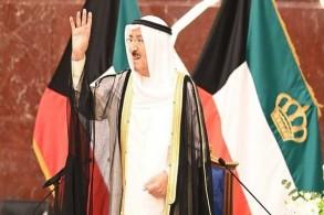 أمير الكويت الشيخ صباح الأحمد الجابر الصباح خلال زيارة إلى مبنى وزارة الخارجية
