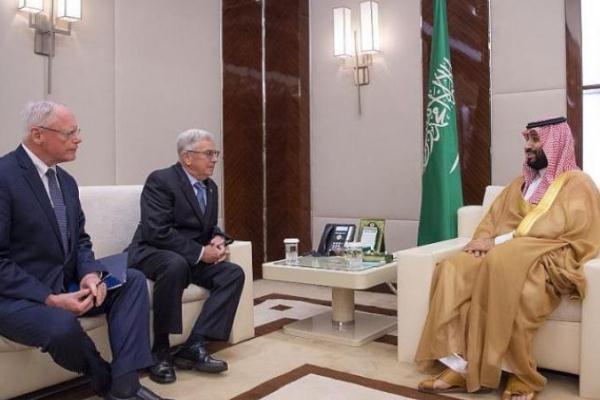 ولي العهد السعودي مستقبلاً مبعوث الرئيس الأميركي للشأن السوري جيمس جيفري