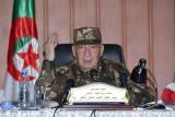 رجل الجزائر القوي يدير ظهره لمطالب المتظاهرين