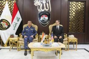 القائم بالاعمال الاميركي في بغداد مجتمعا مع قائد قوات الشرطة الاتحادية العراقية الفريق رائد شاكر جودت