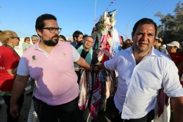 يهود يشاركون في مراسم الحج أمام كنيس الغريبة في جربة في 22 مايو 2019