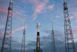سبايس إكس تطلق 60 قمرًا اصطناعيًا صغيرًا ضمن كوكبة