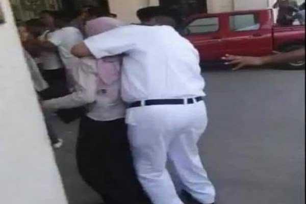 مشهد قسوة الأمن في التعامل مع الطلاب يثير غضب المصريين
