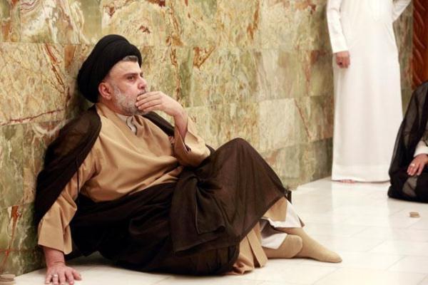 الصدر في احد مساجد النجف