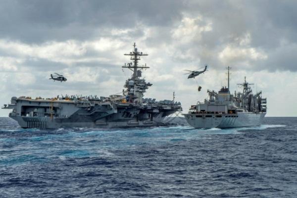 صورة موزّعة نشرتها البحرية الأميركية تظهر حاملة الطائرات