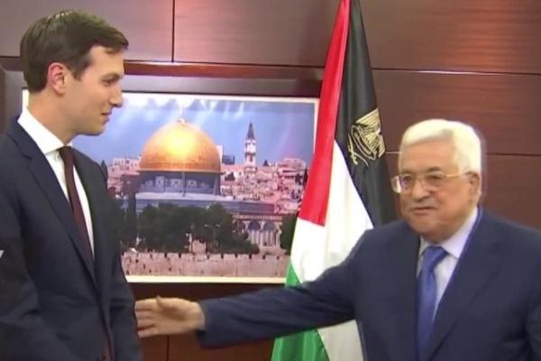 عباس مستقبلا كوشنر في يونيو 2018 (أرشيف)