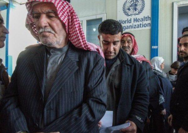 عراقيون ينتظرون دورهم في قسم السمع في المستشفى الجمهوري في غرب الموصل، الجمعة في 24 مايو 2019
