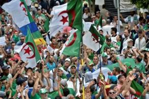 محتجون خلال تظاهرة في العاصمة الجزائرية في 24 مايو 2019