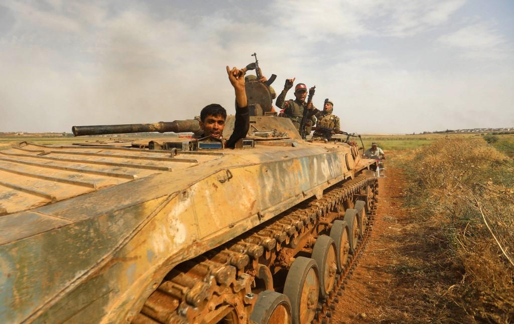مقاتلون تابعون للمعارضة السورية المدعومة من تركيا في إدلب