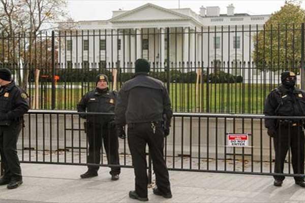 اتخذ القرار بعد محاولات عدة سابقة تسلل سور البيت الأبيض