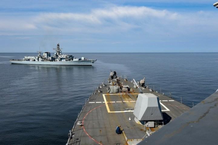 قطع بحرية ميركية في بحر البلطيق