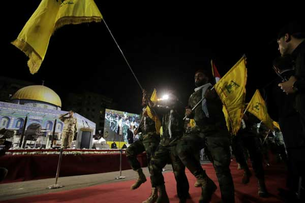 عناصر من حزب الله يشاركون في مسيرة بمناسبة يوم القدس، في الضاحية الجنوبية لبيروت، في 31 مايو 2019