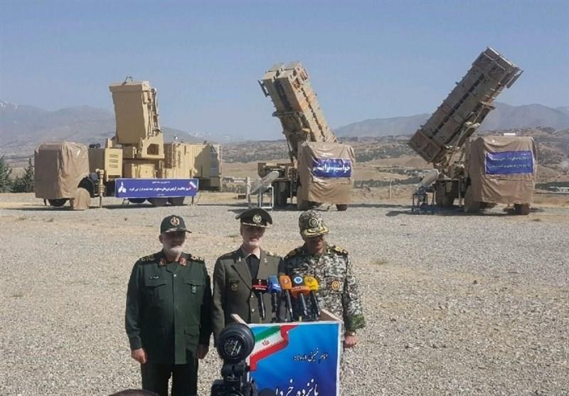 صورة نشرتها وكالات الأنباء الايرانية من مراسيم تسليم المنظومة الى الجيش الايراني