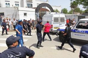 اشتباكات بين الشرطة ومحتجين أمام محكمة أمرت بايداع سلال السجن