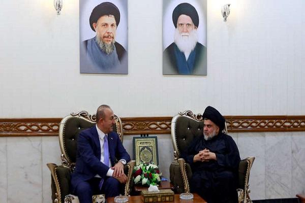 الصدر والسفير التركي في بغداد فاتح يلمز خلال لقاء سابق في النجف
