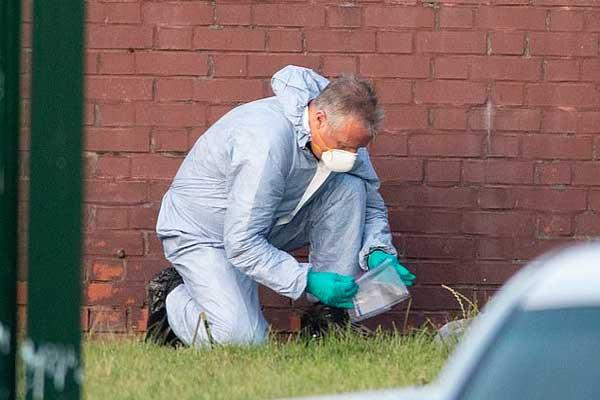 محقق بريطاني في مكان احد الحوادث