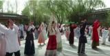 شباب في الصين يحاولون إحياء لباس