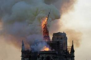 حريق كاتدرائية نوتردام في باريس بتاريخ 15 إبريل 2019