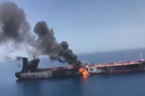 المشاهد الأولى لاشتعال إحدى ناقلتي النفط في بحر عمان
