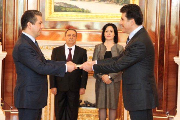 نجيرفان بارزاني يسلم مسرور بارزاني قرار تكليفه رسميًا بتشكيل حكومة اقليم كردستان التاسعة