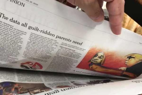 إحدى نسخ صحيفة نيويورك تايمز ويبدو بداخلها الكاريكاتور المثير للجدل