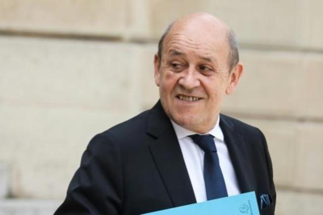 وزير الخارجية الفرنسي جان إيف لودريان يدلي بتصريحات لدى مغادرته القصر الرئاسي في باريس بعد مشاركته في الاجتماع الأسبوعي لمجلس الوزراء في 22 مايو 2019