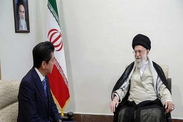 خامنئي مجتمعا مع رئيس وزراء اليابان