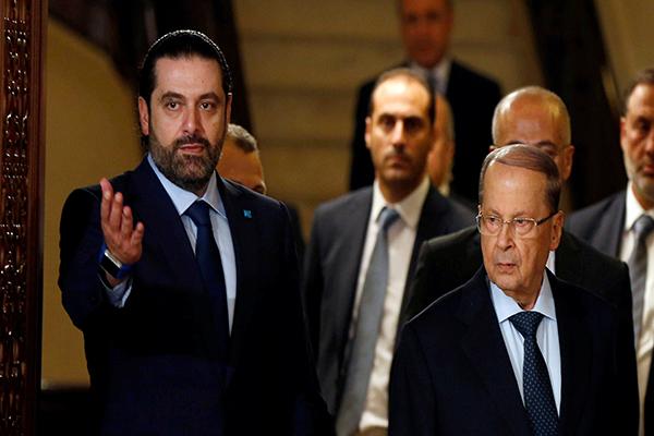 الرئيس اللبناني ميشال عون (يمين) ورئيس الحكومة سعد الحريري