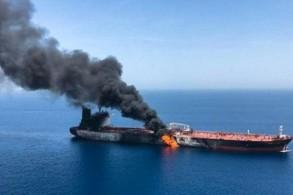 تصاعد النيران والدخان من ناقلة النفط النروجية التي تعرضت إلى هجوم مع ناقلة يابانية في خليج عُمان
