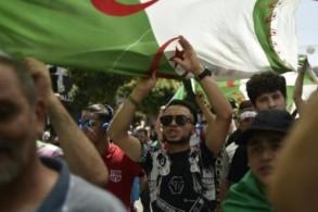 جزائريون يتظاهرون في وسط العاصمة