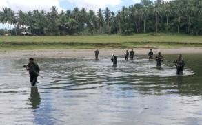 جنود فيليبينيون ينتشرون في مدينة اينابانغا في ولاية بوهول في وسط الفيليبين للتصدي للجماعات الإسلامية في 12 أبريل 2017