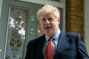 النائب المحافظ بوريس جونسون يخرج من منزله في لندن في 19 يونيو 2019