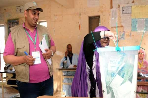 موريتانيون يدلون بأصواتهم يوم السبت