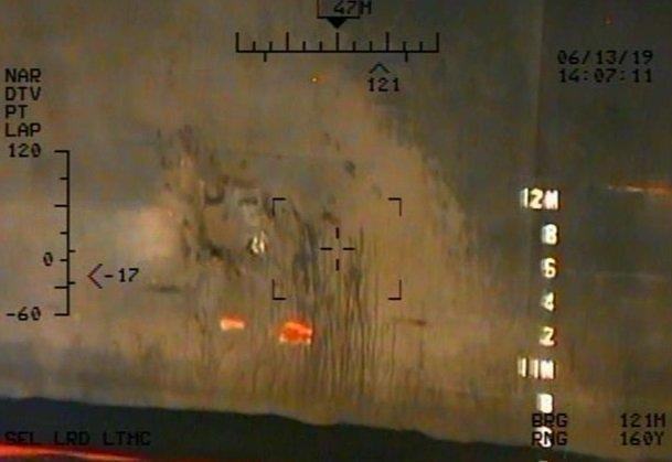 أحد الألغام البحرية الملصقة على جسم الناقلة لم ينفجر فاستعادته القوات الايرانية
