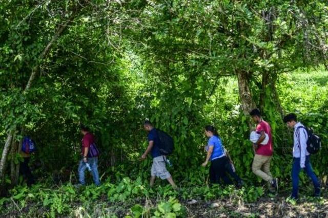 مهاجرون من أميركا الوسطى خلال محاولتهم العبور من المكسيك إلى الولايات المتحدة في 9 حزيران/يونيو 2019