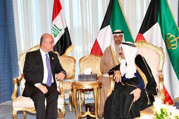 الرئيس صالح مجتمعًا مع أمير الكويت الشيخ الصباح
