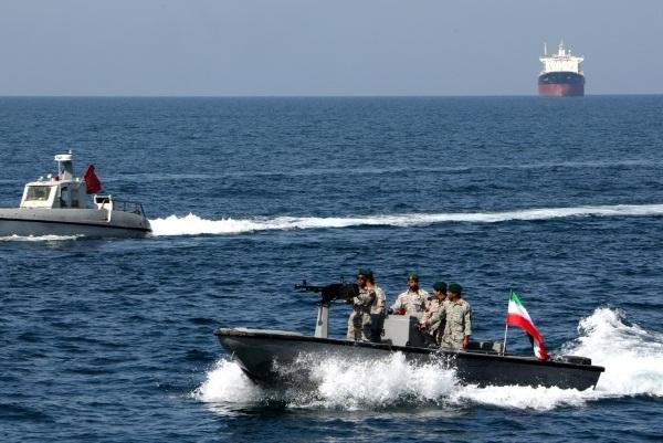 زوارق عسكرية ايرانية في مضيق هرمز