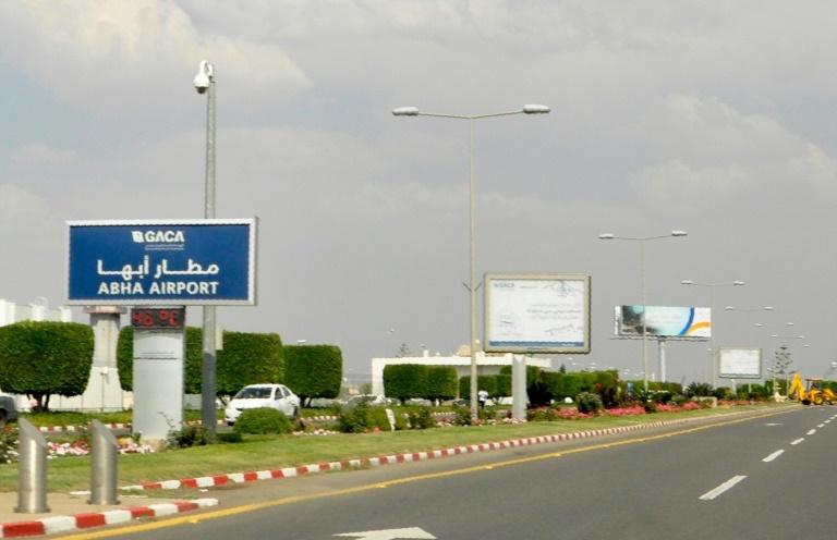 لوحة تشير الى مطار ابها في جنوب شرق المملكة السعودية الذي استهدف بهجوم من المتمردين الحوثيين اليمنيين في 12 حزيران/يونيو 2019