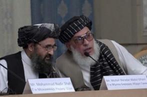 ممثلان عن طالبان خلال محادثات مع مسؤولين أفغان في موسكو