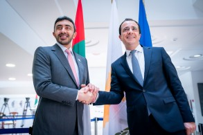 وزير الخارجية الإماراتي يزور قبرص